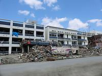 Rikuzentakata_city_hall_after_tsuna
