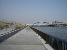 水辺の遊歩道&水神大橋